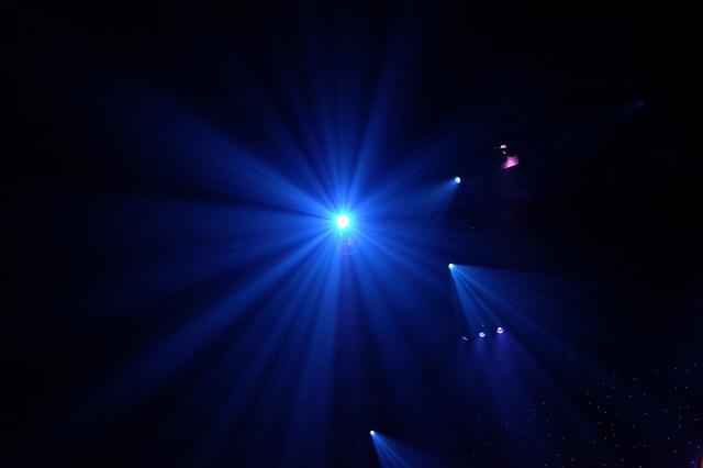 světla ve tmě