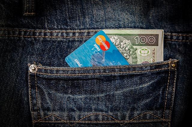 kapsa, kreditka a bankovka