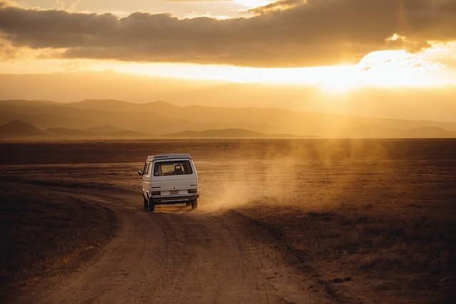 auto na poušti