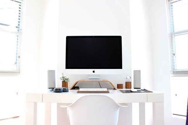 počítač v bílé.jpg