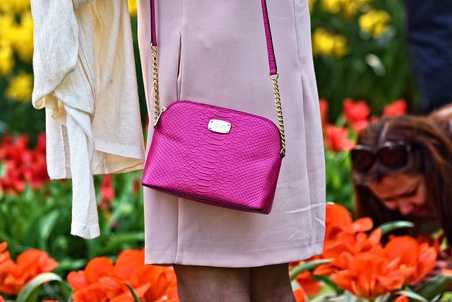 růžová kabelka