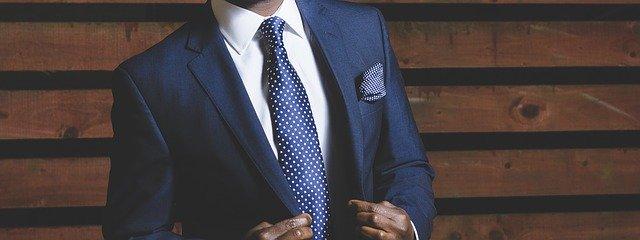 část muže v obleku